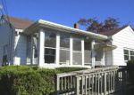 Foreclosed Home en W ALMOND ST, Vineland, NJ - 08360