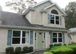 Foreclosed Home en FAIRVIEW DR, Shirley, NY - 11967