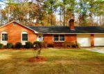 Foreclosed Home en E OAK ST, Lake Waccamaw, NC - 28450