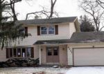Foreclosed Home en DEERWOOD DR, Madison, WI - 53716