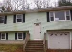 Foreclosed Home en BAY MOUNTAIN DR, Jewett City, CT - 06351