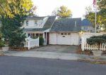 Foreclosed Home en WARWICK ST, Iselin, NJ - 08830