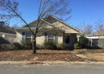 Foreclosed Home en VILLAGE DR, Benton, AR - 72015