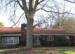 Foreclosed Home en FENWICK DR, Pittsburgh, PA - 15235