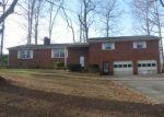 Foreclosed Home en REGALWOOD DR, Winston Salem, NC - 27107