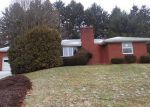 Foreclosed Home en HILLCREST CIR, Pittsburgh, PA - 15237
