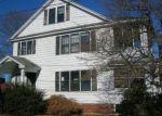 Foreclosed Home en EARL ST, Waterbury, CT - 06710
