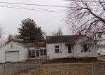Foreclosed Home en W WOODLAND DR, East Alton, IL - 62024