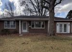 Foreclosed Home en HOLLY HILL DR, Alton, IL - 62002