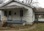 Foreclosed Home en E 8TH ST, Jeffersonville, IN - 47130