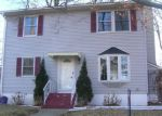 Foreclosed Home en NEW YORK AVE, Lake Hopatcong, NJ - 07849