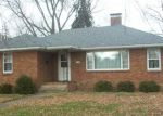 Foreclosed Home en E MULBERRY ST, Watseka, IL - 60970