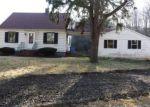 Foreclosed Home en CAPTAIN NEVILLE DR, Waterbury, CT - 06705