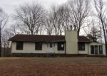 Foreclosed Home en RAY HILL RD, East Haddam, CT - 06423