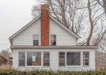 Foreclosed Home en LEWISTON AVE, West Kingston, RI - 02892