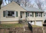 Foreclosed Home en GRAFTON RD, Hamden, CT - 06517