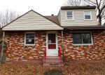 Foreclosed Home en FARNSWORTH ST, Hamden, CT - 06517