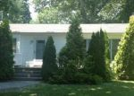 Foreclosed Home en LYNBROOK DR, Sound Beach, NY - 11789