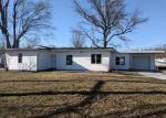 Foreclosed Home en W COUNTRY LN, Collinsville, IL - 62234