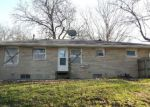 Foreclosed Home en HARRISON AVE, Charleston, IL - 61920