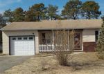 Foreclosed Home en NORTHUMBERLAND DR, Toms River, NJ - 08757