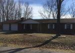 Foreclosed Home en HARDWOOD LN, Saint Robert, MO - 65584