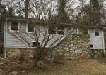 Foreclosed Home en HOLLOWBROOK RD, Lake Peekskill, NY - 10537