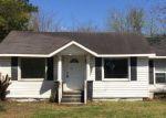 Foreclosed Home en W SATCHWELL ST, Burgaw, NC - 28425