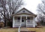 Foreclosed Home en SW WARREN AVE, Topeka, KS - 66606