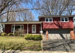 Foreclosed Home en W HILLCREST DR, Dekalb, IL - 60115