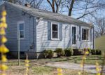 Foreclosed Home en UPHILL AVE, Warwick, RI - 02886