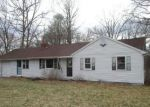 Foreclosed Home en COLLELO AVE, Moosup, CT - 06354