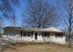 Foreclosed Home en SW 31ST ST, Topeka, KS - 66614