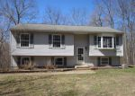 Foreclosed Home en BUFF CAP RD, Tolland, CT - 06084
