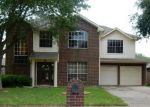 Foreclosed Home en PARKCREST DR, La Porte, TX - 77571