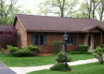 Foreclosed Home en N EVERGREEN DR, Iron Mountain, MI - 49801