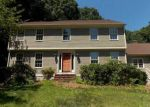 Foreclosed Home en CAVALIER DR, East Greenwich, RI - 02818
