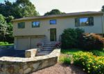 Foreclosed Home en SEABREEZE DR, North Kingstown, RI - 02852