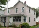 Foreclosed Home en N CLINTON AVE, Bay Shore, NY - 11706