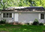 Foreclosed Home in S 13TH AVE W, Newton, IA - 50208