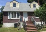 Foreclosed Home en CINNAMON ST, Central Islip, NY - 11722