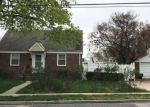 Foreclosed Home en CAMPUS ST, Uniondale, NY - 11553
