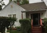Foreclosed Home en ELMORE ST, Central Islip, NY - 11722