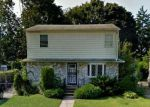 Foreclosed Home en JAMES PL, Uniondale, NY - 11553