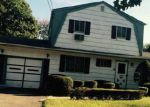Foreclosed Home en PEAR ST, Brentwood, NY - 11717