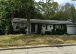 Foreclosed Home en COOPER AVE, Woonsocket, RI - 02895