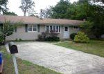 Foreclosed Home en OVERLOOK DR, Toms River, NJ - 08753