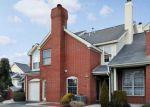 Foreclosed Home en SMITHFIELD RD, Providence, RI - 02904