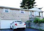 Foreclosed Home en PASADENA AVE, Stratford, CT - 06614