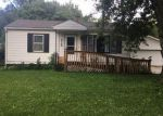 Foreclosed Home en 2ND ST, Waterloo, IA - 50702